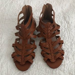 Gladiator sandal with small wedge - 8.5
